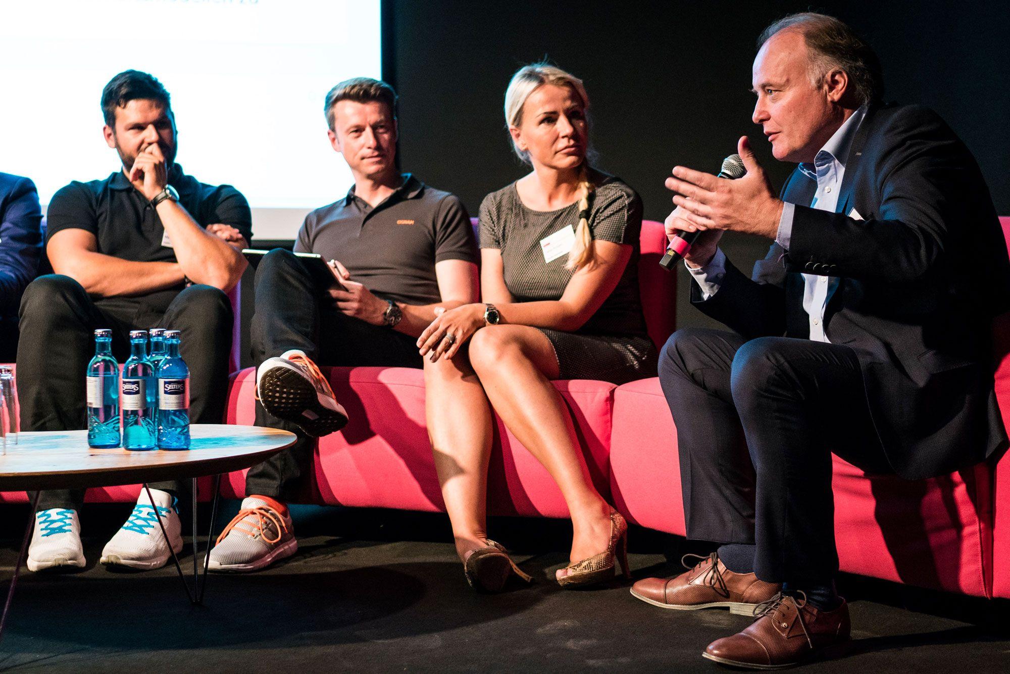 Panel Neue Geschäftsmodelle: Wie verändert die Digitalisierung die Entwicklung neuer Geschäftsmodelle in Industrieunternehmen?