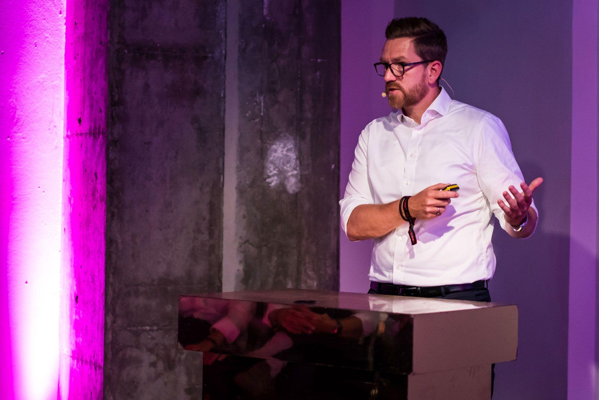 Bastian Deck (Axoom Solutions by Trumpf): Plattform statt Produkt – vom Maschinenbauer zum Plattformanbieter